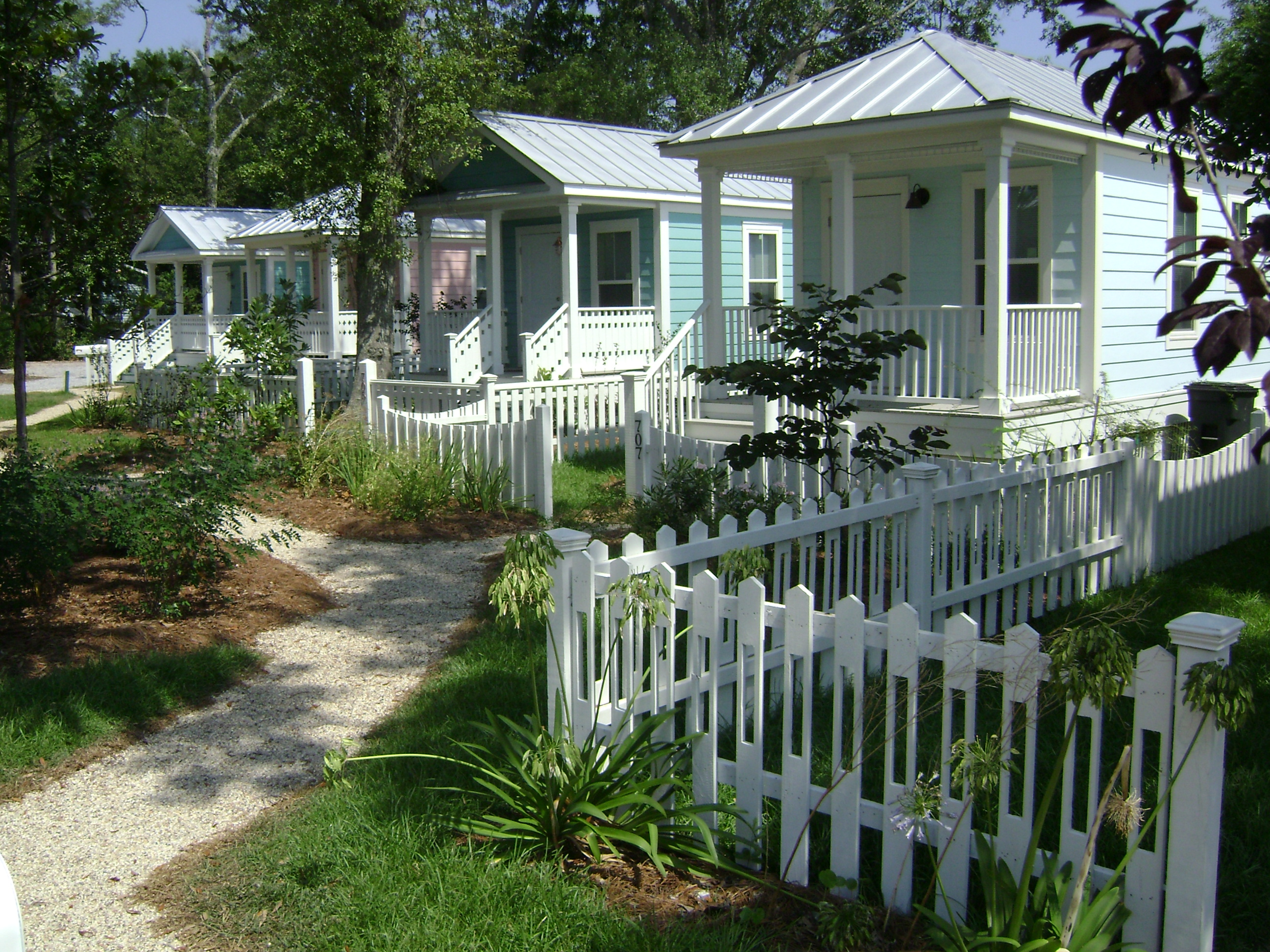 Houses for the village seasideacademicvillage for Katrina homes